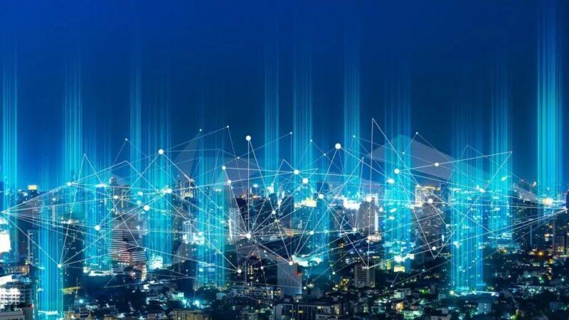 Zu sehen ist eine schematische Darstellung eines vernetzen Energiesystems. Resilienzstrategien für dezentrale Energieanlagen haben eine große Bedeutung.