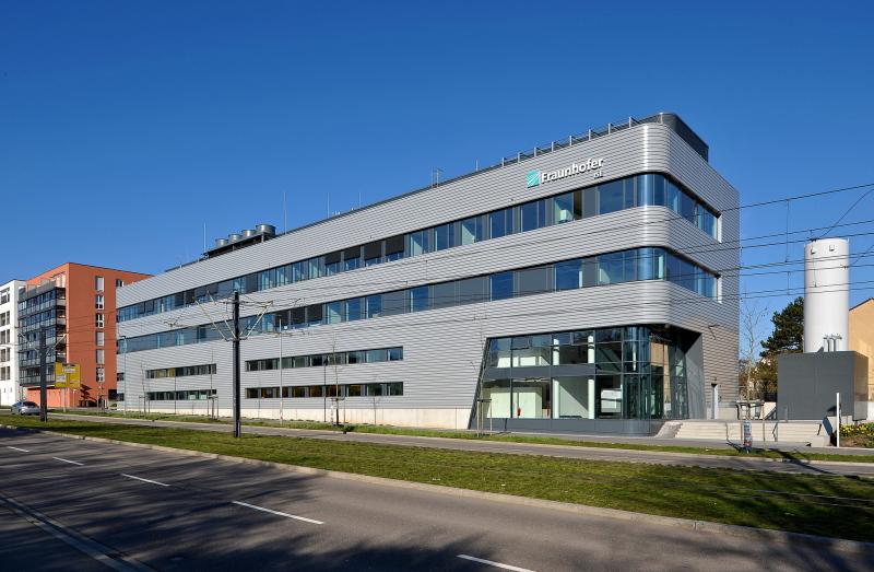 Außenfassade des neuen Fraunhofer-Zentrums für Solarzellen