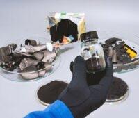Recyclingmaterialien und Pulver aus Batterien in Labor
