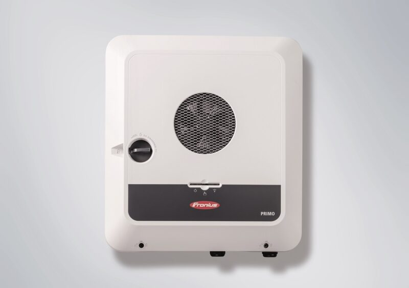 Zu sehen ist der Hybrid-Wechselrichter Fronius Primo GEN24 Plus.