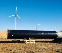 Gaspipeline mit Windkraftanlagen