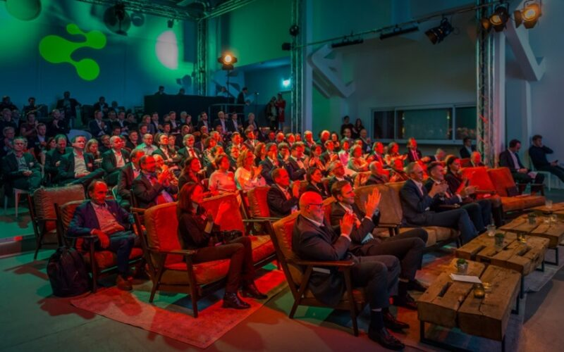 Zu sehen ist das Publikum beim letztjährigen German Renewables Award 2020