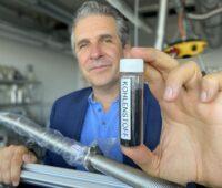 Zu sehen ist Graforce Graforce-Gründer und Geschäftsführer Dr. Jens Hanke, dessen Unternehmen das Methan-Plasmalyse-Verfahren entwickelt hat.