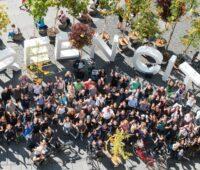 Zu sehen ist eine Anssammlung von Menschen als Symbol für den Community-Stromtarif von Green City