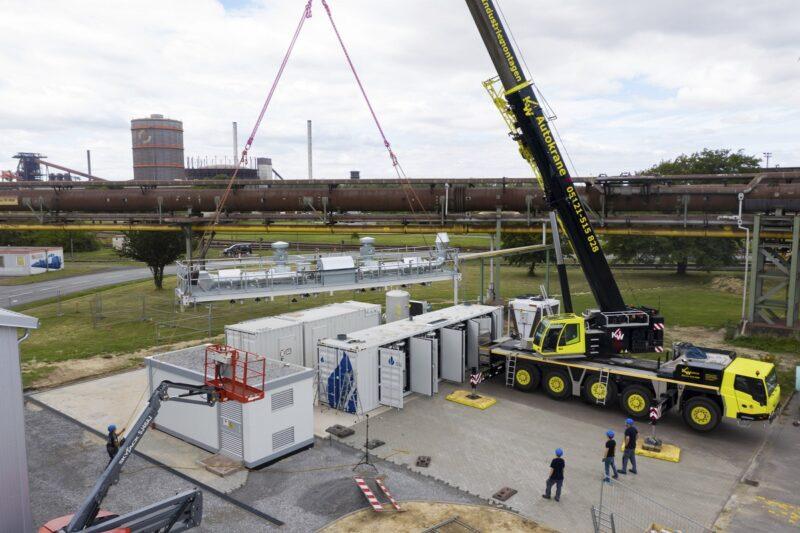 Zu sehen ist die Installation des Hochtemperatur-Elektrolyseurs, der im Projekt GrInHy2.0 bei der Salzgitter AG installiert wurde.
