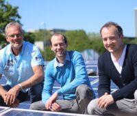 Zu sehen sind die drei Geschäftsführer von Installion Claus Wohlgemuth, Florian Meyer-Delpho und Till Pirnay, die den Handwerkermangel in der Photovoltaik beheben wollen.