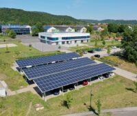 Zu sehen sind die Solar-Carports die für den Umwelt-Campus Birkenfeld Photovoltaik-Strom bereitstellen.