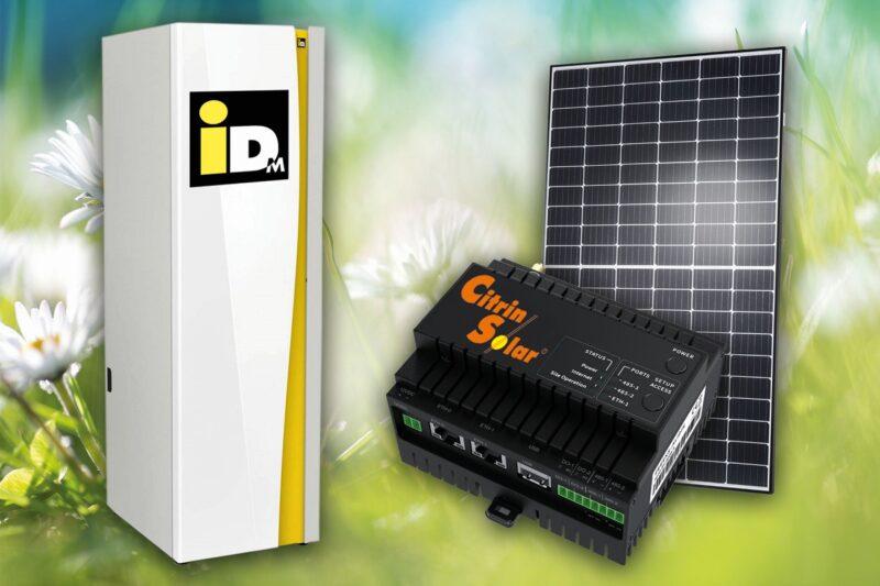 Zu sehen ist eine Wärmepumpe und ein PV-Modul von iDM und CitrinSolar.