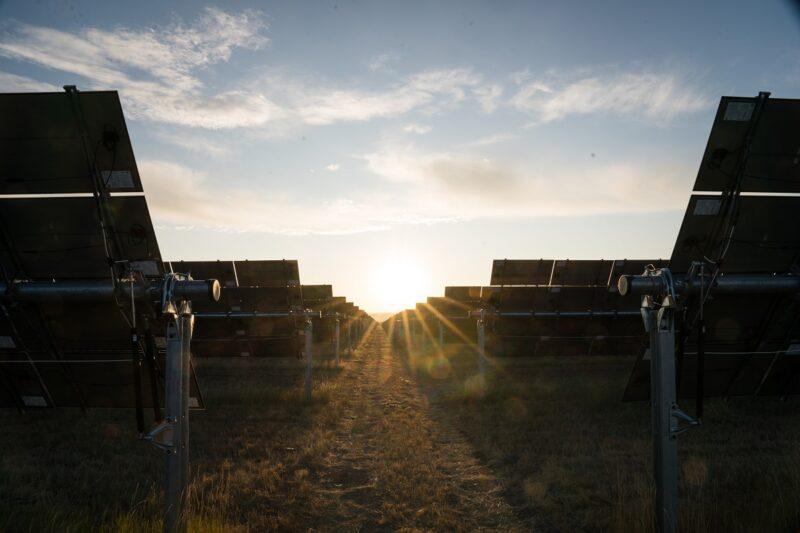 Zu sehen ist ein Photovoltaik-Solarpark von IKEA in den USA. Der Retailer Ingka Gruppe investiert 4 Milliarden Euro in Wind- und Photovoltaikanlagen.