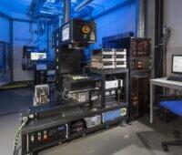 Zu sehen sind Messsysteme im Solarzellenkalibrierlabor ISFH-CalTeC, die zur Messung von Tandem-Solarzellen weiterentwickelt werden.