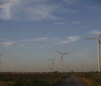Windpark Nowy Staw auf einem Feld in Polen in der Nähe von Danzig