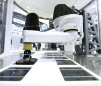 Roboter in der Photovoltaik-Zellproduktion