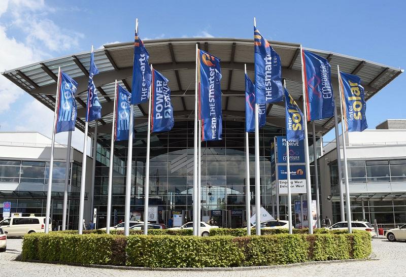 Zu sehen ist das Conference Center Nord (CCN) auf dem Messegelände München, in dem die der Intersolar Europe Conference 2021 stattfindet.