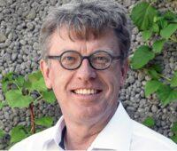 Zu sehen ist der Interviewpartner Uwe Fickenscher zum Thema Solararchitektur.