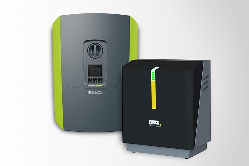 Zu sehen ist eine Fotomontage, die den Photovoltaik-Wechselrichter Plenticore von Kostal und den BMZ-Stromspeicher Hyperion zeigt.