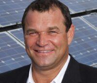 Zu sehen ist Unternehmensgründer und Geschäftsführer Robert Kanduth vom Sonnenkollektorhersteller Greenonetec.