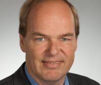 Zu sehen ist ein Porträt von Energieforscher Professor Klaus Vajen.
