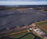 Zu sehen ist der größte Photovoltaik-Solarpark der LHI Gruppe.