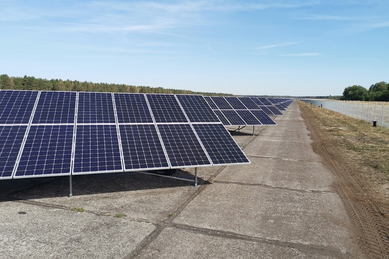 Zu sehen ist der Photovoltaik-Solarpark Welzow, ein Vorgänger vom Energiepark Bohrau, den die Leag nun realisieren will.