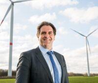 Portrait Prof. Andreas Löschel in einem Windpark