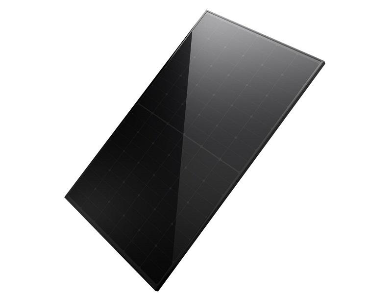 Zu sehen ist das neue Hi-RO Onyx Photovoltaik-Modul mit Zero Busbar Technologie.