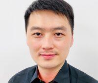 Zu sehen ist der chinesische Photovoltaik-Experte Fei Lu.