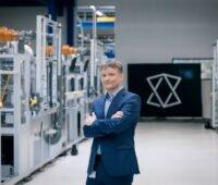 Meyer Burger CEO Gunter Erfurt in der Solarzellenfabrik.