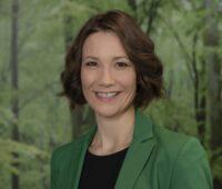 Zu sehen ist Staatsministerin Anne Spiegel, die im Start des Online-Solarkatasters einen Meilenstein für die Energiewende sieht.