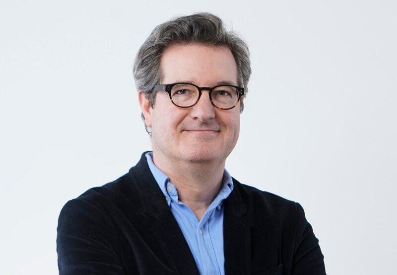Zu sehen Matthias Uebing, Gründer und Vorstand der Mailo Versicherung AG, der digitale Versicherungsangebote für Elektrobetriebe anbietet.