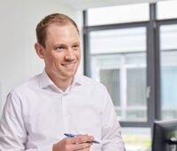 Portraifoto: Dr. Max Peters, Leiter des Kompetenzzentrums Wärmewende in der KEA