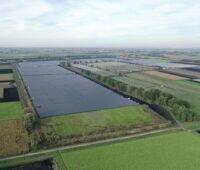 Zu sehen ist der 60 Fußballfelder große Teil eines Solarparks in der Nähe von Ingolstadt, aus dem der C02-freie Strom für Mercedes-Benz stammt.