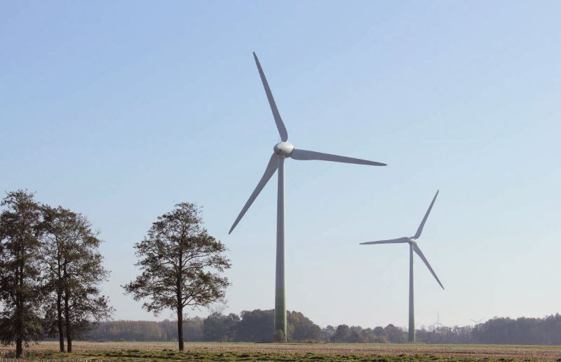 Ältere Windkraftanlagen in Norddeutschland.