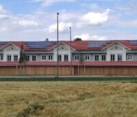 Zu sehen ist das Projekt Photovoltaik-Mieterstrom mit Bürgerenergiegemeinschaften in Höhenkirchen-Siegertsbrunn.