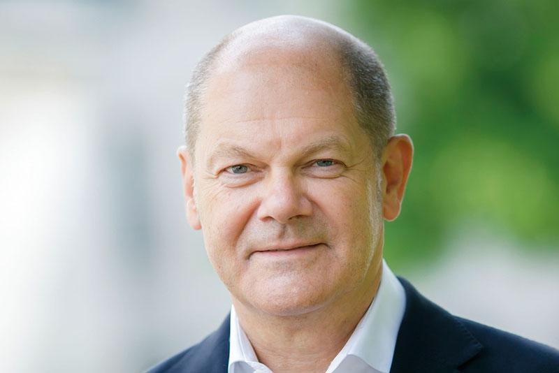 Bundesfinanzminister Olaf Scholz, Portrait im Freien