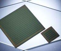 Zwei Solarzellen aus Perowskit.