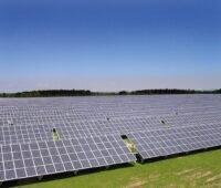 Zu sehen ist ein Photovoltaik-Kraftwerk. Für solche Projekte will die neue Photovoltaik-Produktion in Andalusien passende Module liefern.