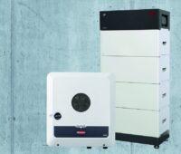 Zu sehen ist die Battery-Box Premium mit dem Fronius Symo GEN24 Plus.