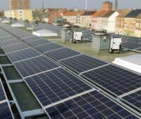 Zu sehen ist ein Mieterstromprojekt. Auch wenn der 52-GW-Solardeckel Geschichte ist, sind Mieterstromprojekte weiterhin schwierig.