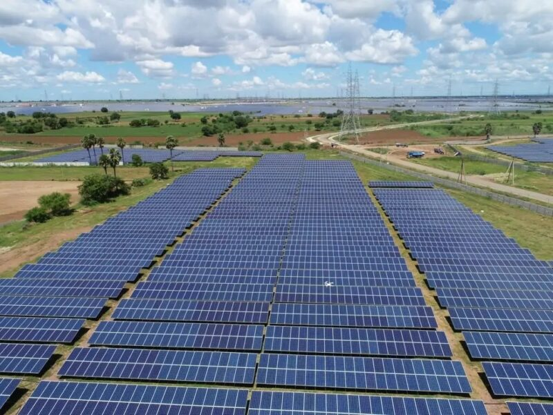 Zu sehen ist ein Photovoltaik-Solarkraftwerk in Indien. Die Die Internationale Solarallianz hat ihren Sitz in Neu Dehli.
