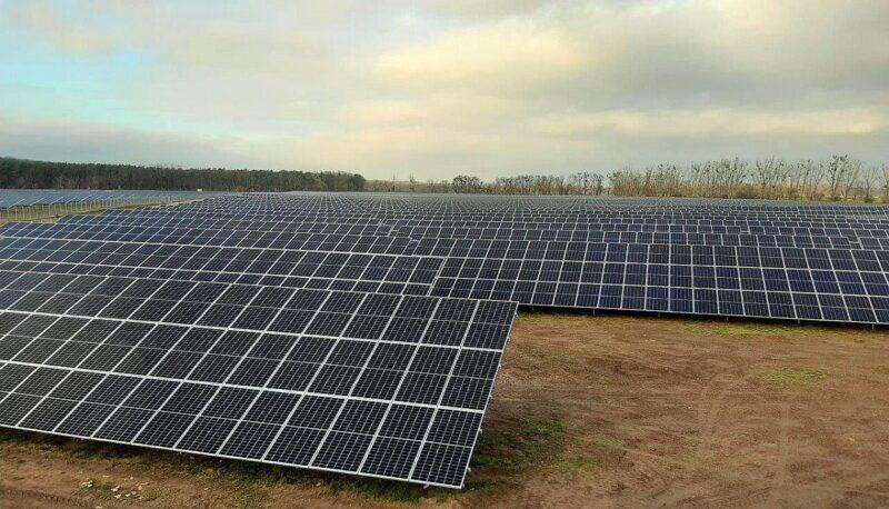 Zu sehen ist der Photovoltaik-Solarpark Metzdorf II, mit dem die Stadtwerke Tübingen ihre Photovoltaik ausbauen.