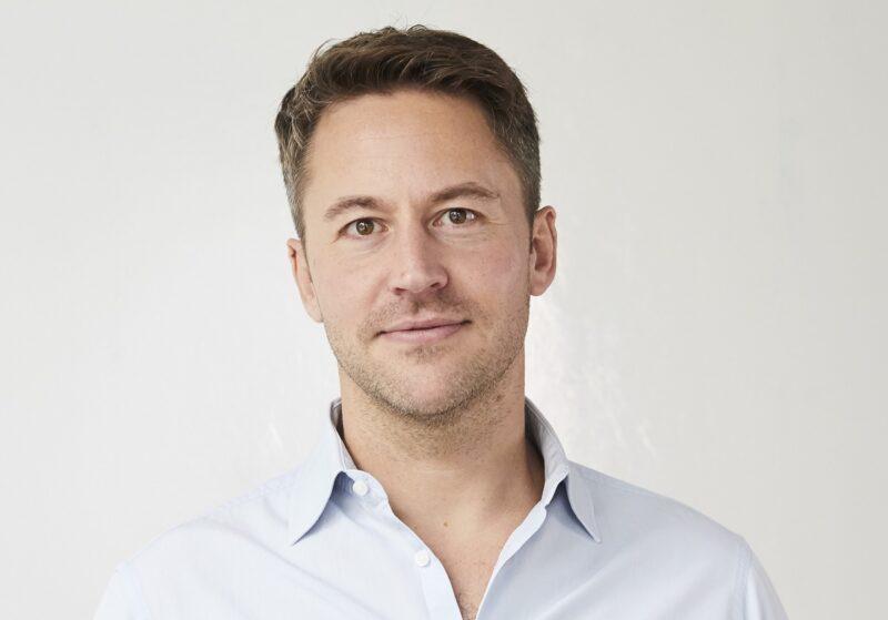 Zu sehen ist der Polarstern-Geschäftsführer Florian Henle, der Ladestationen mit Photovoltaik-Mieterstrom kombinieren will.