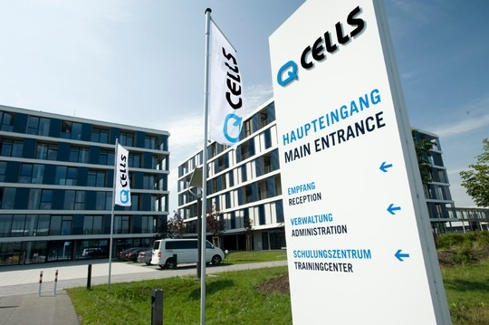 Zu sehen ist die Firmenzentrale von Q Cells. Q Cells hat gegen Jinko ein Ordnungsmittelverfahren eingeleitet.