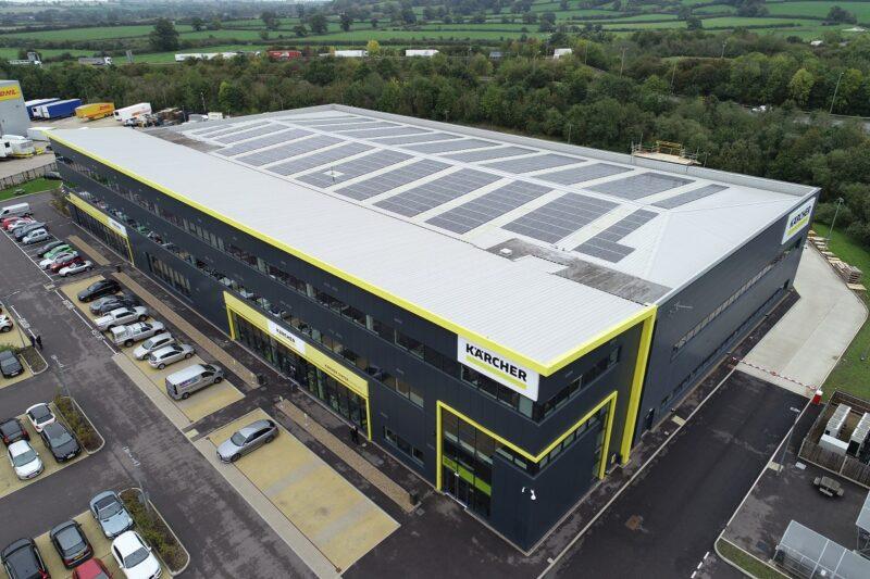 Zu sehen ist die Photovoltaik-Dachanlage für Kärcher UK.
