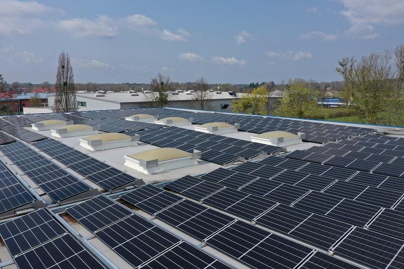 Zu sehen ist eine Photovoltaik-Anlage von Q Cells. Das Unternehmen ist dem Partnerschaftsnetzwerk Masterplan Solarcity in Berlin beigetreten.