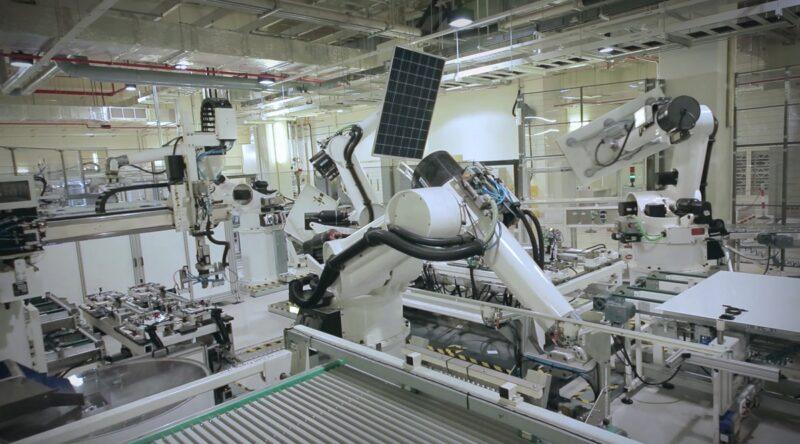 Zu sehen ist die Fertigung von REC. Der Wechsel des Maschinenzulieferers soll die globale Expansion von REC nicht behindern.