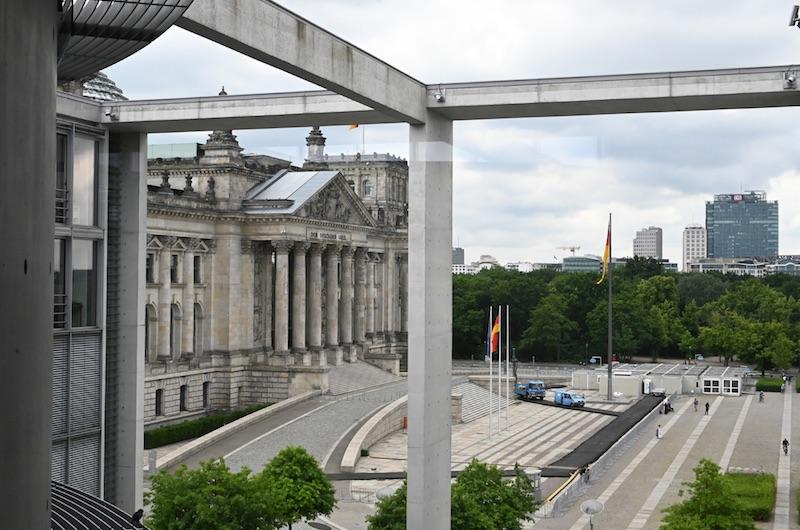 Blick auf den Reichstag von der Seite aus