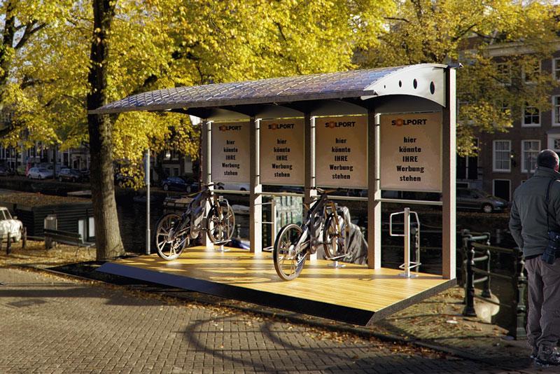 Photovoltaik-Bikeport mit zwei geparkten E-Bikes