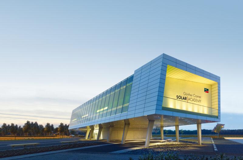Zu sehen ist das Gebäude der SMA Solar Academy in Niestetal bei Kassel.