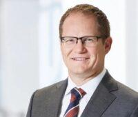 Zu sehen ist SMA-Vorstandssprecher Jürgen Reinert, der Forschungsprojekte und Studien für die Kostensenkung in der Photovoltaik für wichtig erachtet.