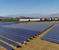 Zu sehen ist das Solarkraftwerk Ovejeria, das wie das Photovoltaik-Kraftwerk Diego de Almagro Sur mit einer Systemlösung von SMA ausgestattet ist.